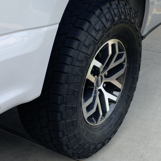 2015 Ford F150 4wd SuperCrew Cooper Discoverer AT3 XLT 305/70R17 (5367)
