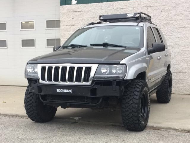 2004 Jeep Grand Cherokee Overland Standard Model Mickey Thompson Baja MTZ P3 31/10.50R15 (1996)