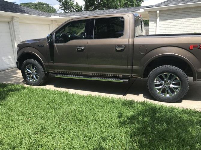 2017 Ford F150 4wd SuperCrew Goodyear Wrangler All-Terrain Adventure w/Kevlar 285/60R20 (3181)
