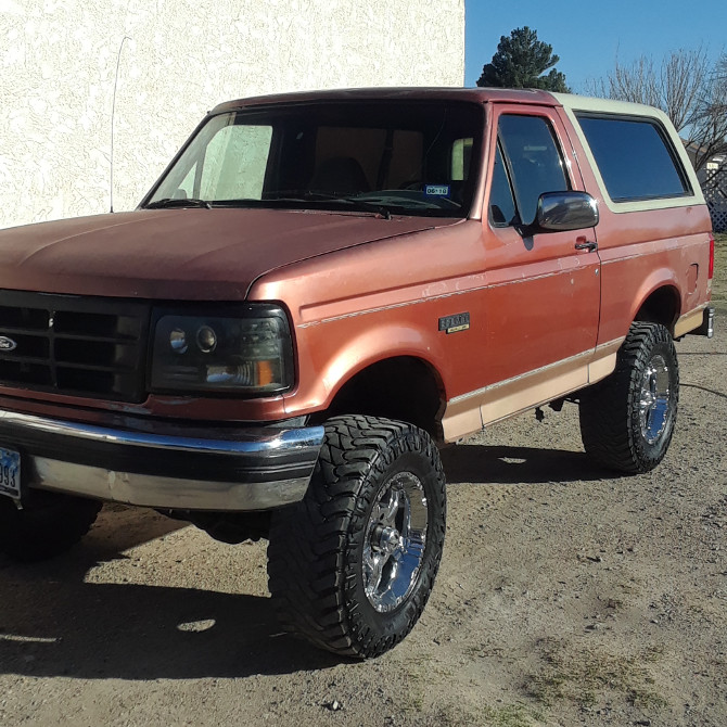 1994 Ford Bronco Base Model Atturo Trail Blade M/T 33/12.50R17 (3028)