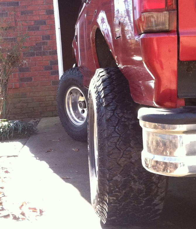 1996 Ford Bronco Base Model General Grabber AT 2 33/12.50R15 (1234)