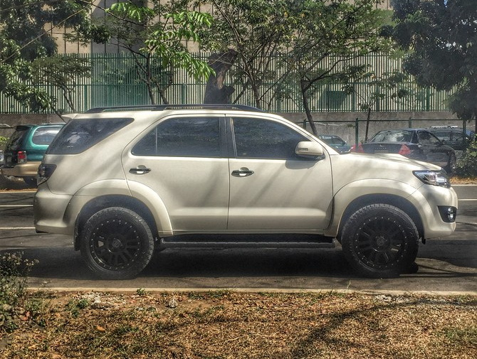 2015 Toyota Fortuner  Toyo Open Country A/T II 265/50R20 (1271)