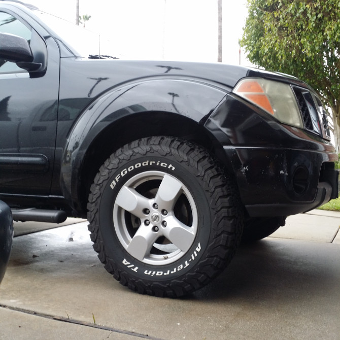 Knight's 2008 Nissan Frontier Crew Cab LE