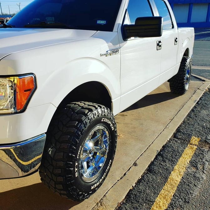 2014 Ford F150 4wd SuperCrew Cooper Discoverer STT PRO 295/70R17 (3919)