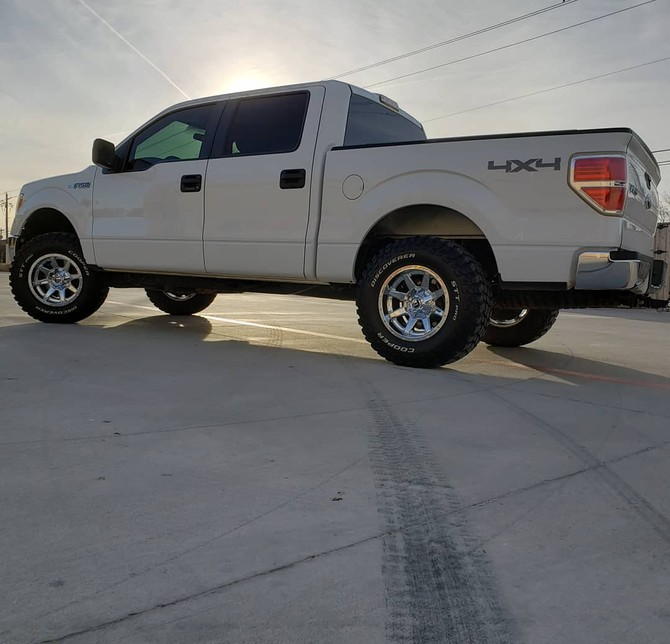 2014 Ford F150 4wd SuperCrew Cooper Discoverer STT PRO 295/70R17 (3921)
