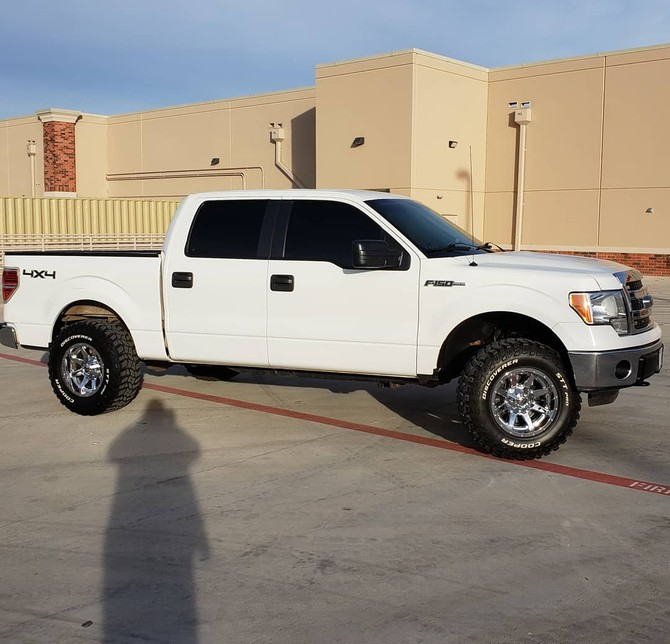 2014 Ford F150 4wd SuperCrew Cooper Discoverer STT PRO 295/70R17 (3922)