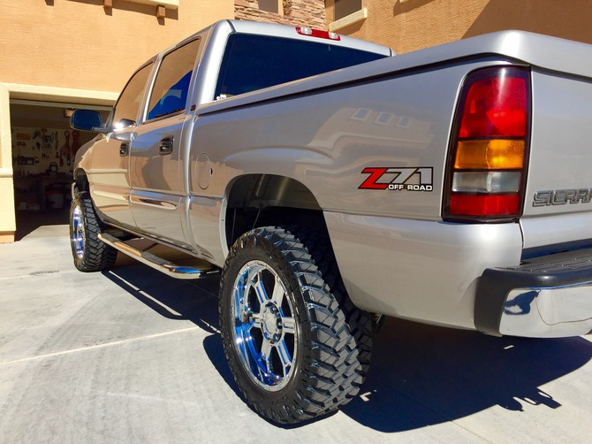 2006 GMC Sierra K1500 4wd Crew Cab Nitto Trail Grappler M/T 285/55R20 (1278)