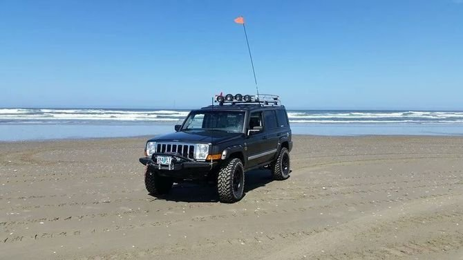 2006 Jeep Commander Limited Toyo Open Country M/T 285/75R17 (194)