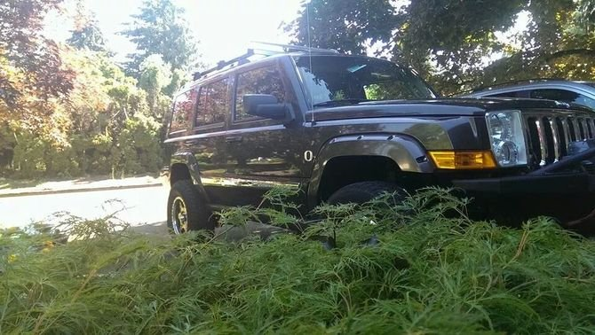 2006 Jeep Commander Limited Toyo Open Country M/T 285/75R17 (202)
